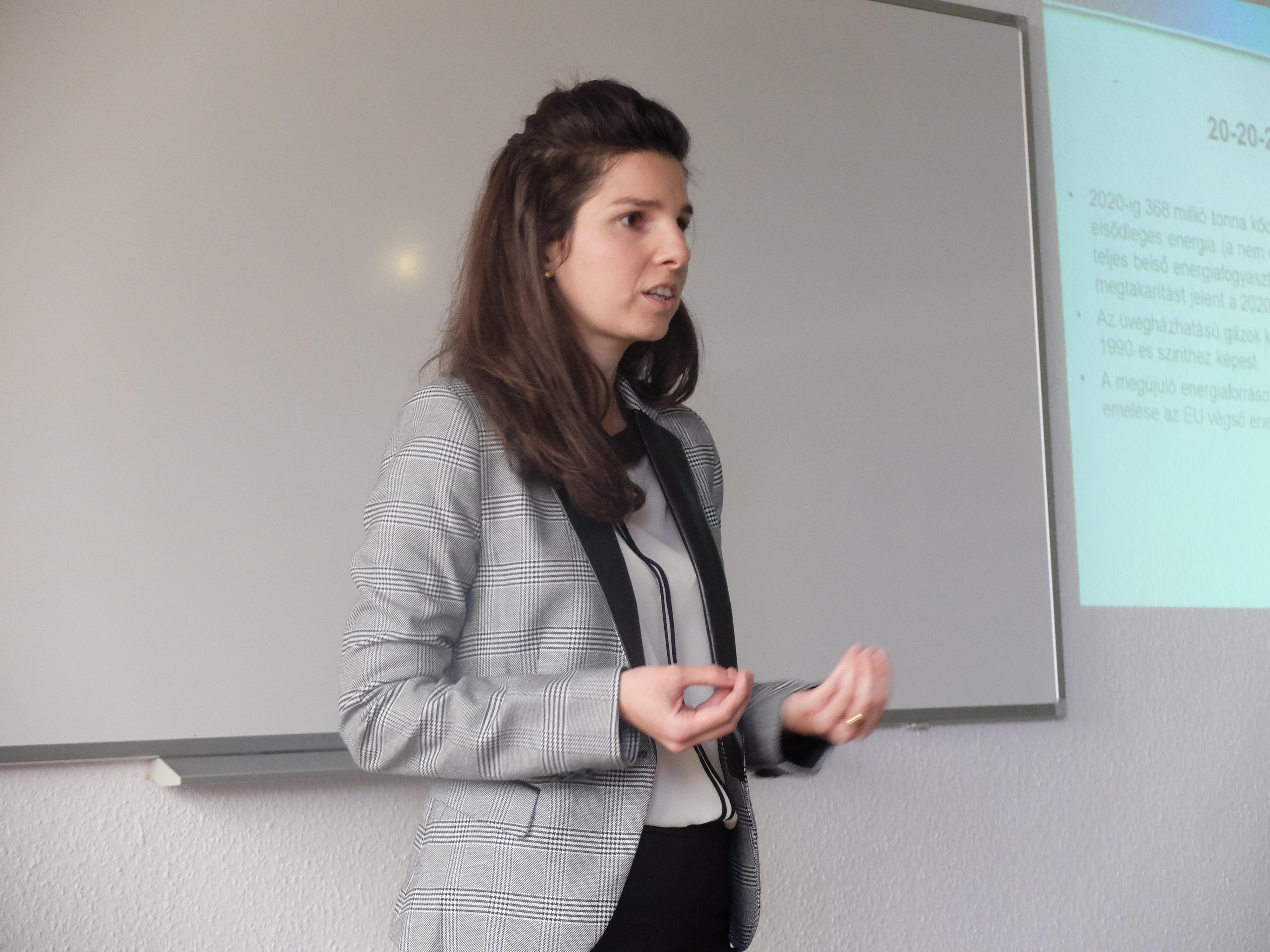 Sebestyénné Szép Tekla előadása a Magyar Regionális Tudományi Társaság XIII. Vándorgyűlésén, Egerben, 2015. november 20-án
